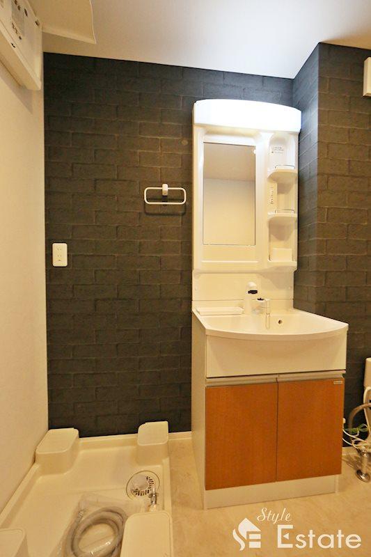 独立洗面台・シャワーヘッド付